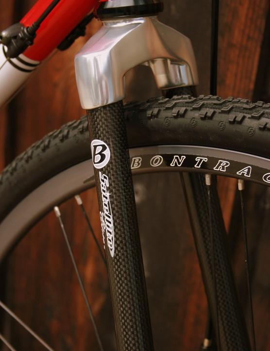 The Bontrager Switchblade Elite carbon CX fork.