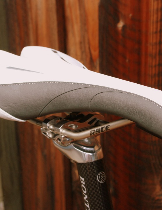 Bontrager Race Lux saddle with cromoly rails.