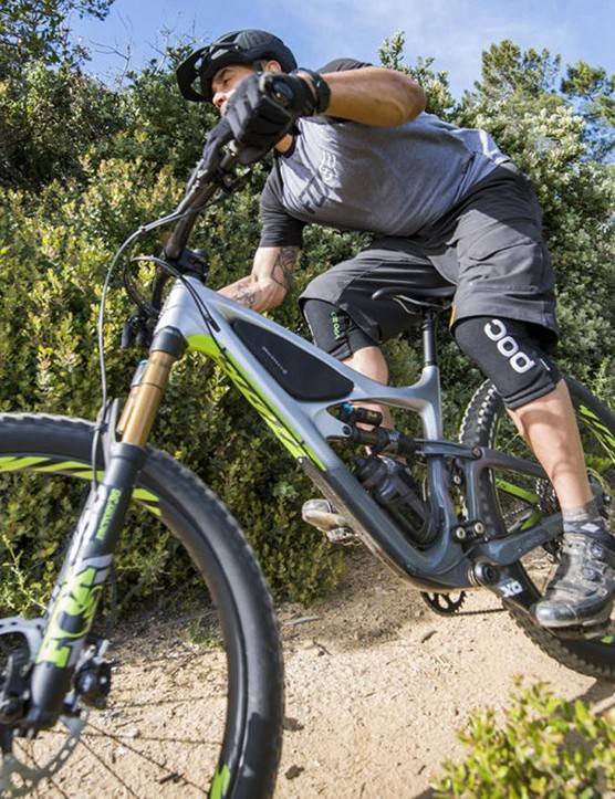 Ibis in partnership with Blackburn has developed a line of strapless frame bags for the Mojo and Ripley models