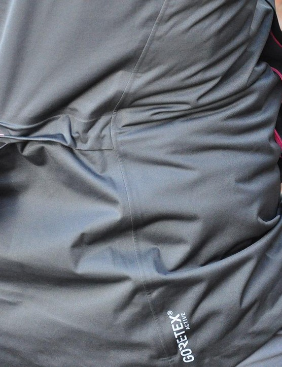 There is a hidden adjustable drawstring around the waist