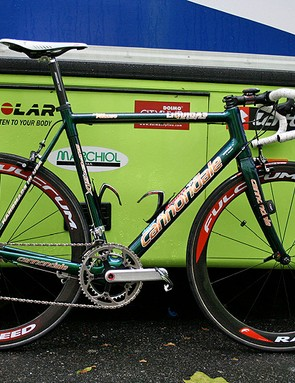 Pippo Pozzato (Liquigas) probably wins the prize for best looking bike this year with his two-tone metallic green Cannondale SuperSix.