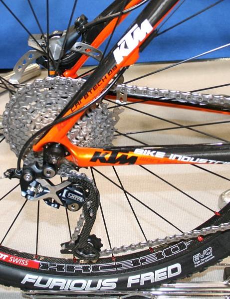 Myroon Prestige: XTR Shadow rear mech, DT Swiss XRC 330 carbon wheels, Schwalbe Furious Fred tyres