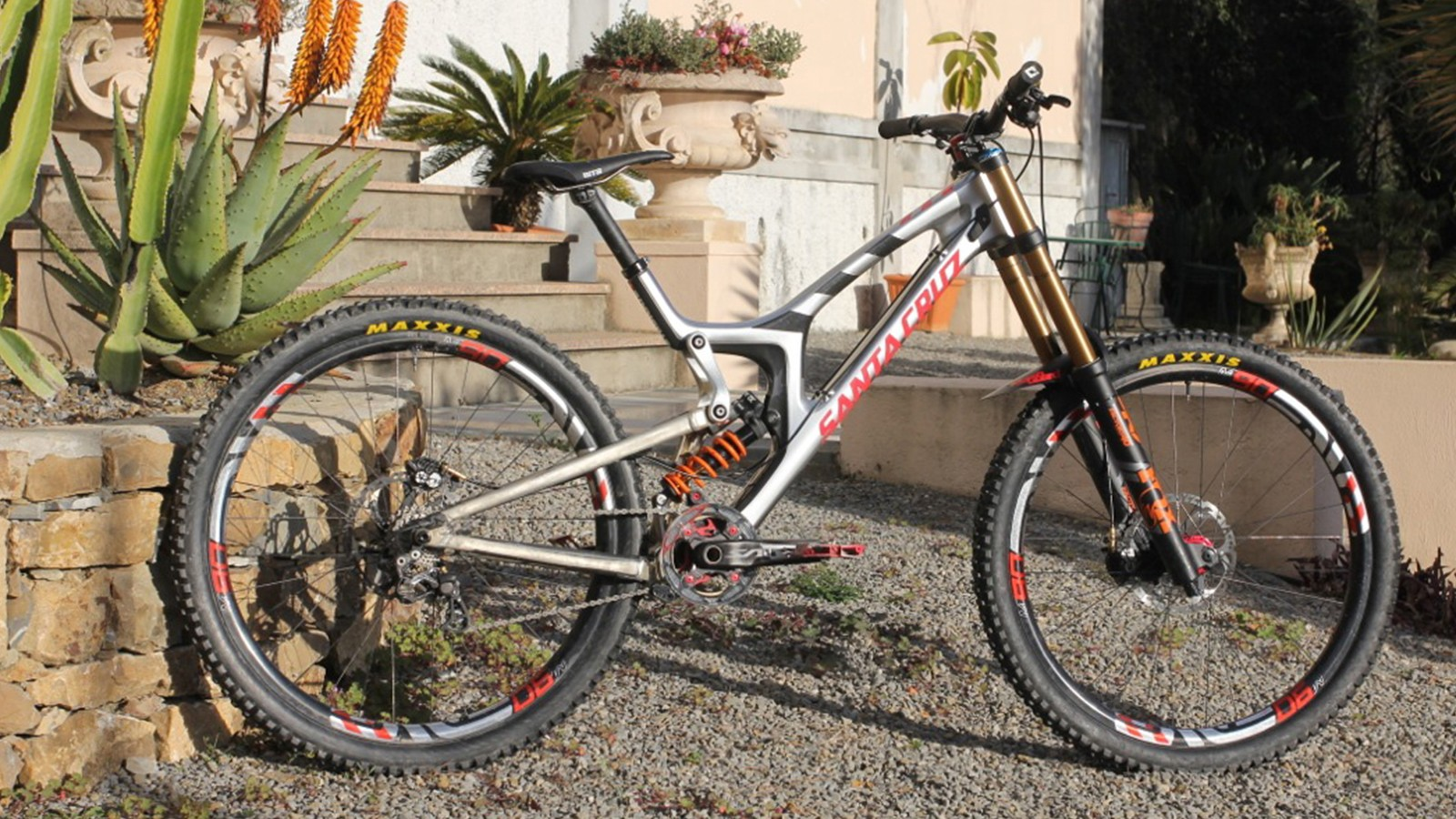There's a 29er V10 and the Syndicate will be racing it this weekend at Lourdes