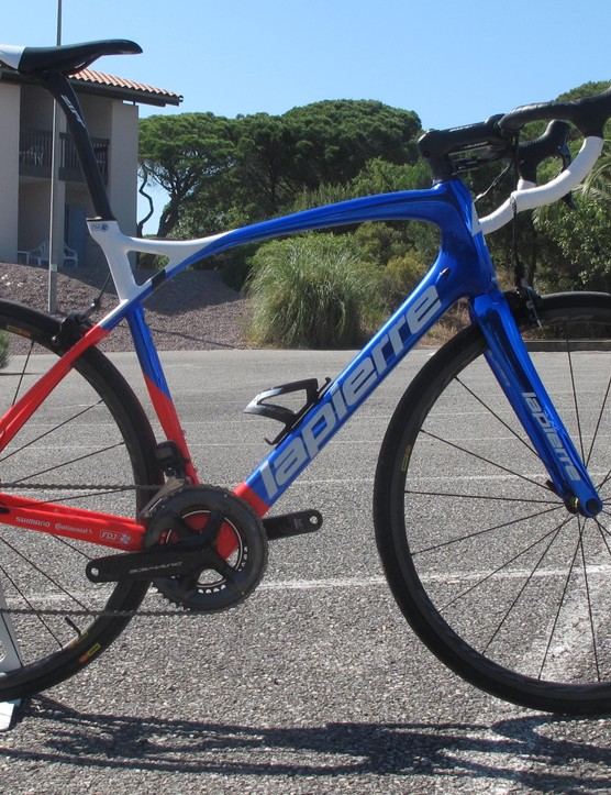 The redesigned 2018 Pulsium more closely resembles Lapierre's Xelius race bike