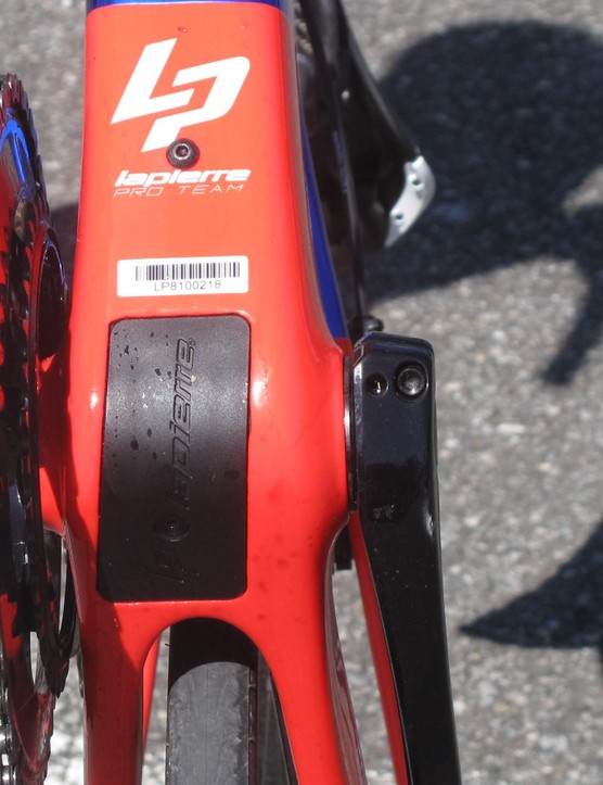 The Di2 battery is neatly housed in the bottom braket 'Trap Door'