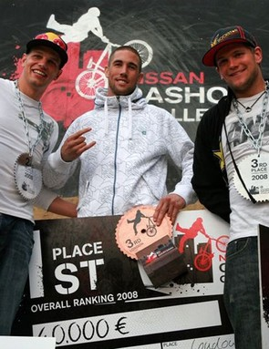 The overall series winners, l-r, 2nd: Benny Korthaus , 1st: Lance McDermott and 3rd: Trond Hansen