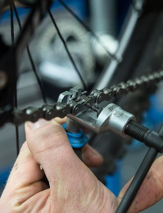 Chain tool splitting chain