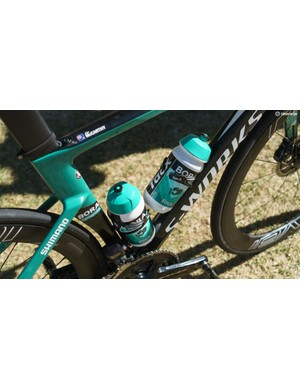 Alongside the frames and components, both teams also opt for Tacx Ciro bottle cages and bidons