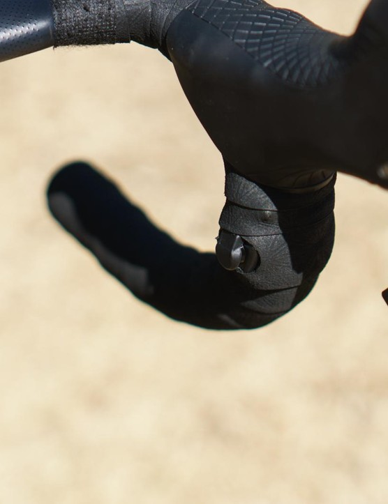 Viviani opts for satellite shifters on the handlebar drops