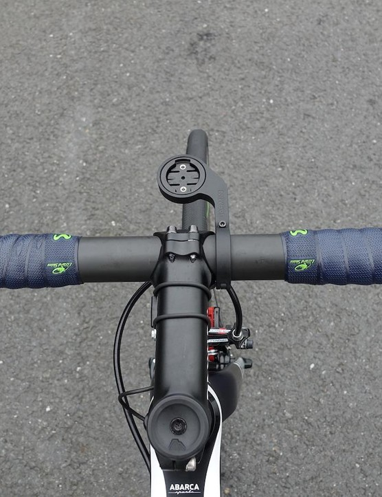 Quintana's cockpit is very tidy. He rides a 42cm bar, the same as his entire team save for one who uses a 40cm. Surely this helps with inventory!