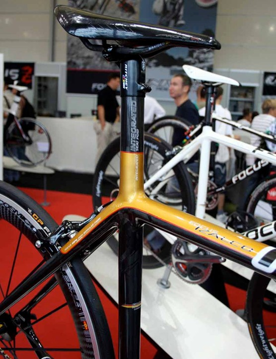 … with its integrated seatpost which Focus says makes things lighter and stiffer.