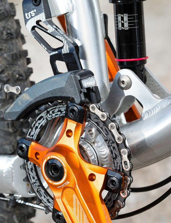 The small 30t chainring and Race Face cranks make light of the steeos
