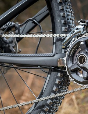 Shimano provides the XT drivetrain, a 36/26t chainset with 11-40t gears