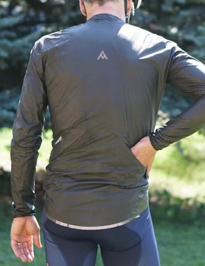 The Oro has two rear flaps for easy pocket access and a reflective tail hem