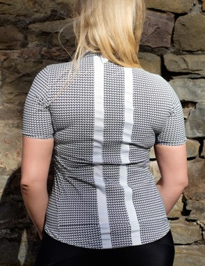 The Souplesse jersey features reinforced pockets at the rear for stowing essentials
