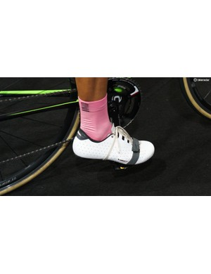 Morton opts to wrap the laces around the sole and secure the loops in the Velcro strap