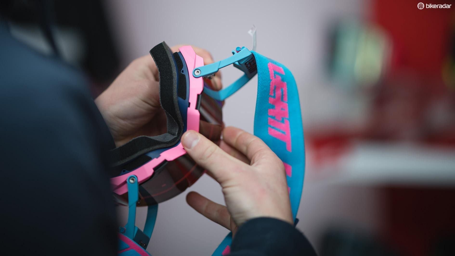 Unhook the nose clip and the lens will be free from the goggle's frame