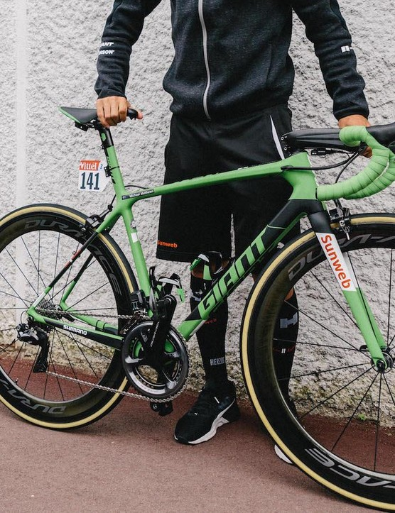 Michael Matthews was presented with a green Giant TCR ahead of the final stage into Paris