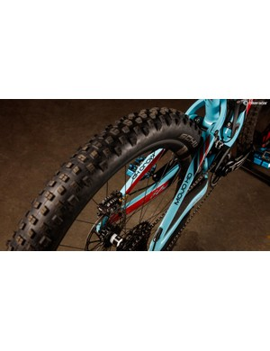 The new carbon swingarm can accommodate rubber up to 2.8in wide