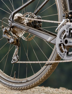 Gearing is low, with a choice of 1x11 or 2x11 setups, the latter with 48/32 cranks