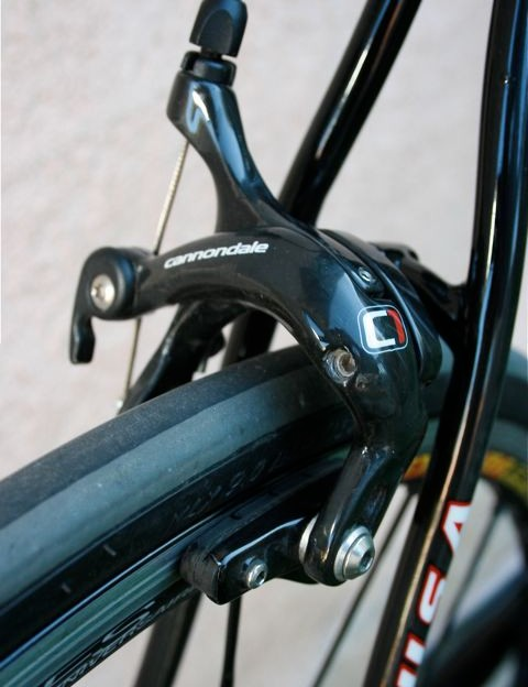 Carbon Cannondale-branded brake calipers.