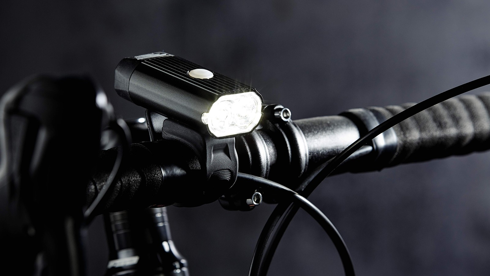 A bright, rechargeable bike light set for just £14.99