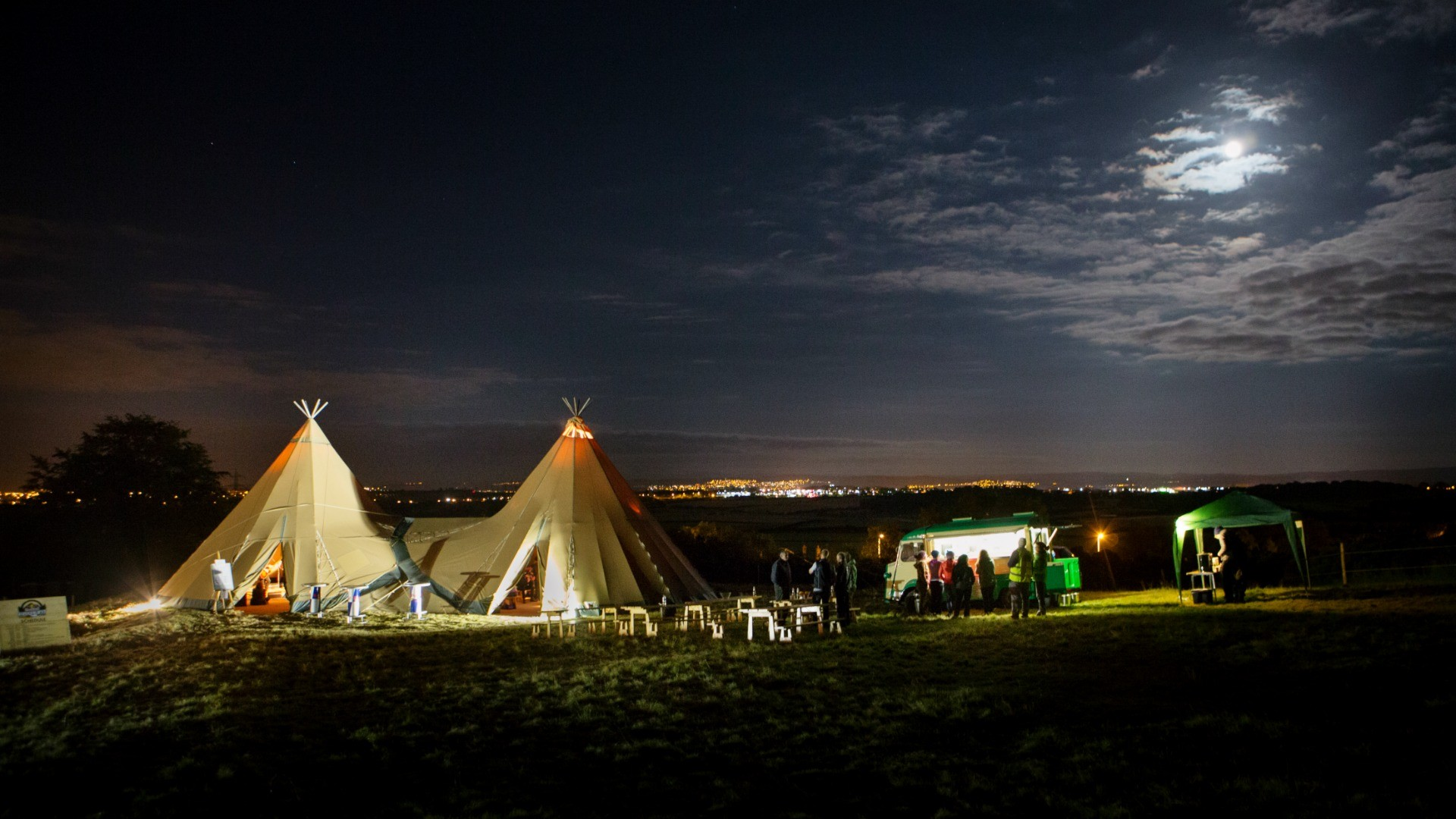 In the evening, chill out with a festival vibe in the tipi, complete with DJ
