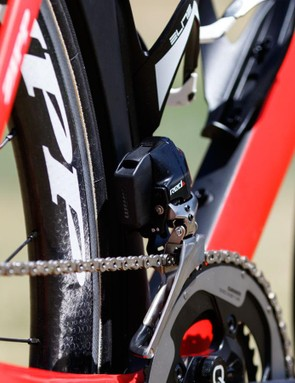 SRAM's eTap shifting system is rather clever. The front and rear derailleurs each use the same battery type