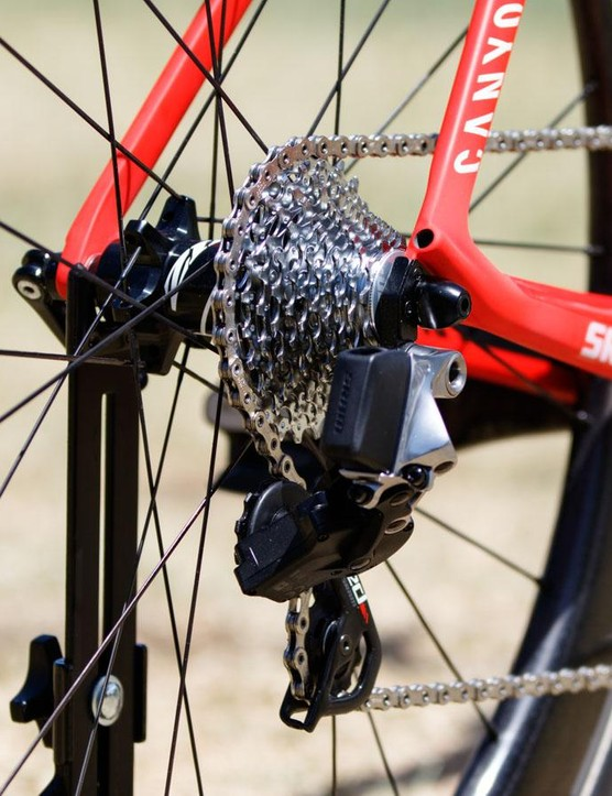 Despite not needing the cable ports, Katusha are clearly riding a 'EL' electronic Di2/EPS version of Aeroad