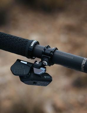 This entirely new remote was designed by SRAM's drivetrain team and created in tandem with the new wireless Eagle AXS drivetrain. It features a paddle/button to actuate the post and weighs just 55g