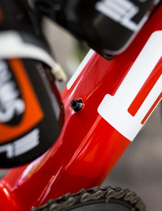 Porte's bike had an extra bottle-cage bolt, probably because the triangle on his frame is so small