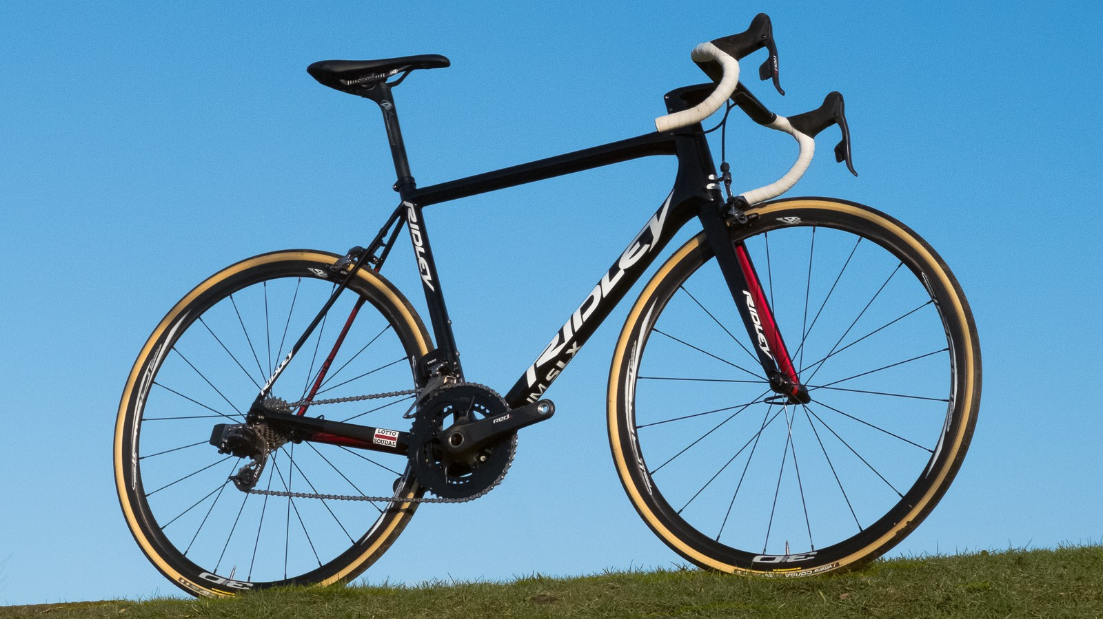 The Ridley Helium SLX is a purposeful looking race machine