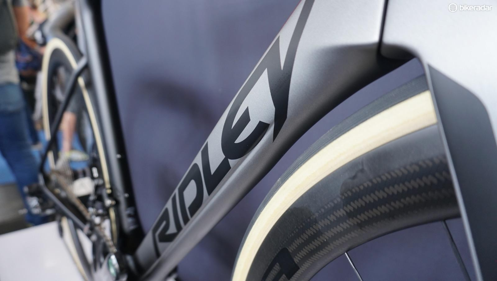 Ridley has used what it calls F-Surface treatment before on the down tube and seatpost, but the new bike has more extensive channeling