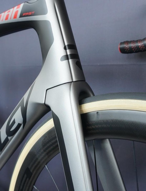 The F-Surface channeling is applied at the fork, head tube, down tube and even the headset spacers