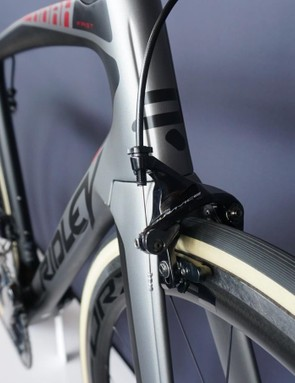 Direct-mount brakes front and rear for the Noah Fast, because Shimano brakes work better than chinsy aero options