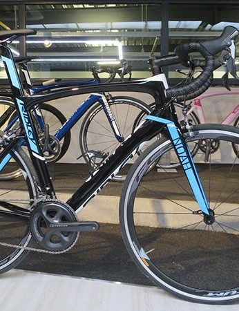 The Ultegra equipped Noah uses the same frame molds as the lighter SL, but different carbon
