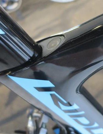 The Noah's aero seatpost is held in place by a neatly finished forward facing wedge clamp