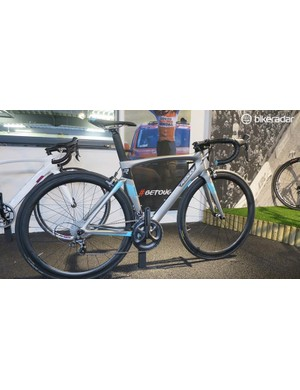 Ridley Jane Ultegra, like the Noah the Jane is also available in a more cost effective non-SL grade frame