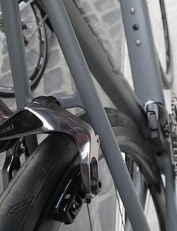 The Helium SLX eTap also uses SRAM's RED calliper brakes