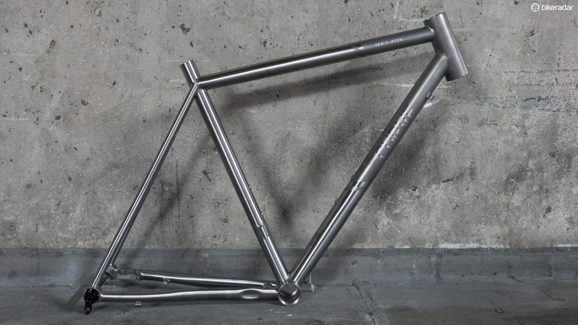 Curve's Belgie Disc titanium frame is unpainted for that full titanium experience, although the brand does offer custom paint options