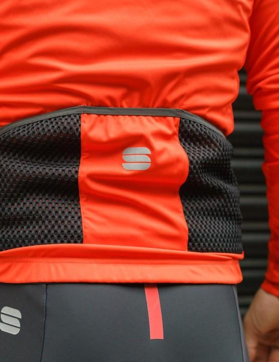 The Sportful Attitude jacket has three rear cargo pockets, as expected