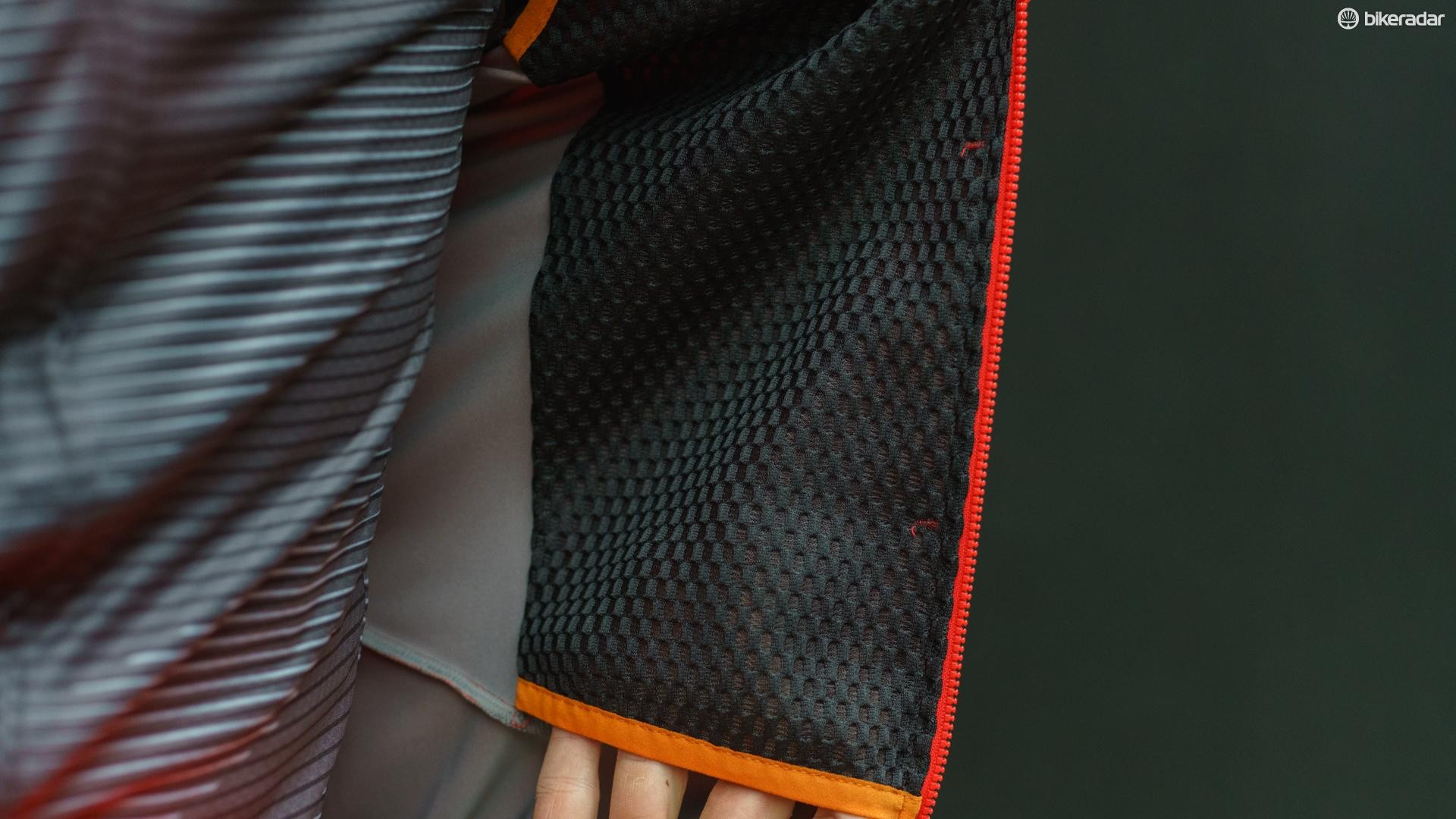A 3D mesh fabric lines the inside of the jacket at the front, providing warmth on the most exposed area of the jacket