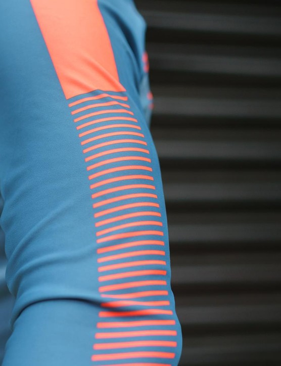The pattern on the BodyFit Pro Thermal jersey runs along both sleeves