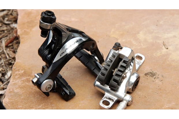 Road brakes come in various forms, but basically boil down to rim brakes (left) and disc brakes (right)