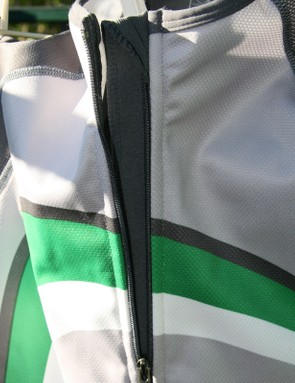 A soft fabric baffle behind the zip keeps it comfortable and excludes the wind.