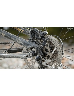 180mm Shimano rotors help you come to a standstill even when laden