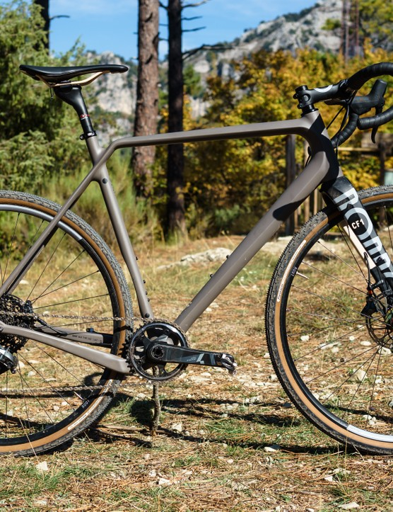 The bike incorporates a flip-chip in the fork to subtly alter front-end geometry