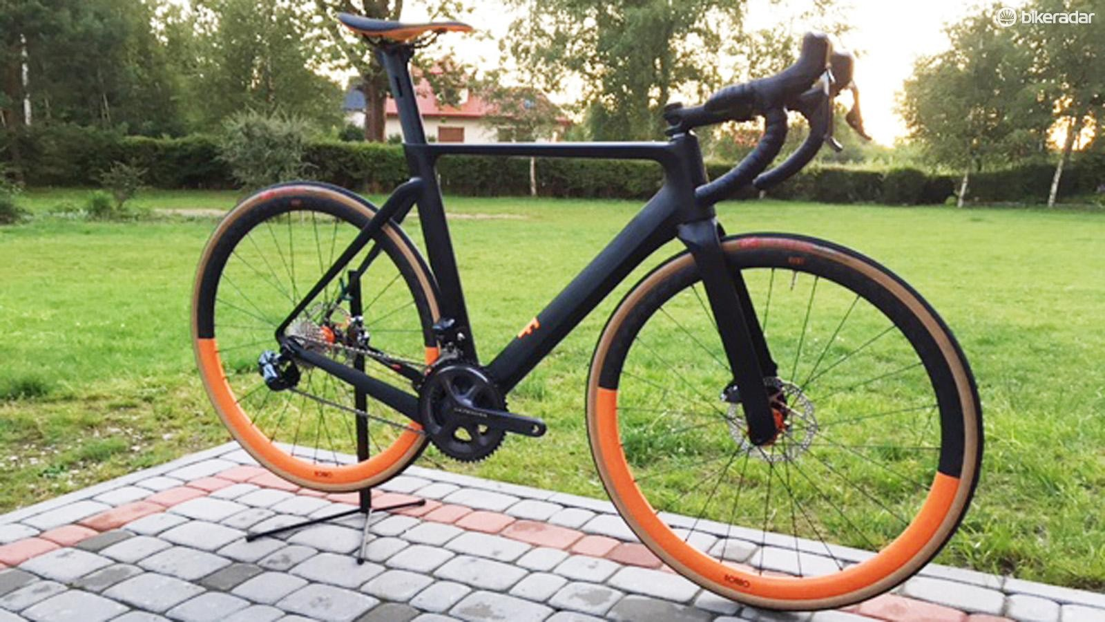 Rondo's HVRT prototype uses the same twin-tip fork concept as the gravel RUUT to provide two different riding geometries on the same bike
