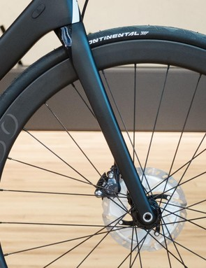 Rose claims its updated fork is lighter than before and includes a kevlar weave in the steerer to improve stiffness and longevity