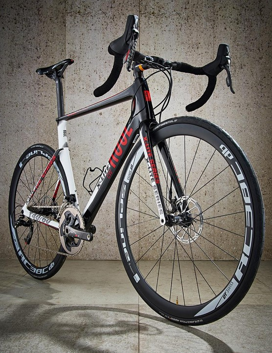 The CWX 8800 doesn't whisper aero road bike so much as scream it